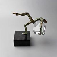 Living room sculpture by Tomasz Koclęga titled Colluctari cum optima