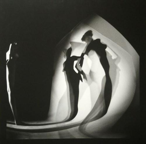 """do salonu artysty Sergiusz Sachno pod tytułem Nr 16 z cyklu """"Nagi cień"""" (2002)"""