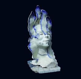 Rzeźba do salonu artysty Jacek Opała pod tytułem ROZKWITŁAM BŁĘKITNIE