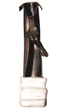 Rzeźba do salonu artysty Krzysztof Kizlich pod tytułem Coat