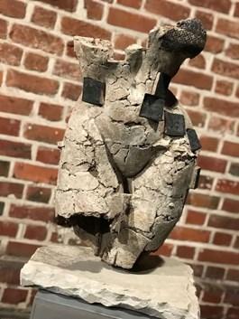 Rzeźba do salonu artysty Jacek Opała pod tytułem TORS KOBIECY