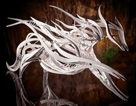 Rzeźba do salonu artysty Kamila Karst pod tytułem KOŃ WIATRU