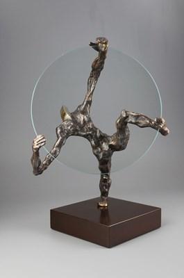 Rzeźba do salonu artysty Tomasz Koclęga pod tytułem WIELKIE BŁĘDNE KOŁO