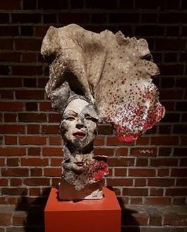 Rzeźba do salonu artysty Jacek Opała pod tytułem USTA DWOJAKIE