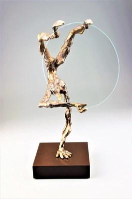 Rzeźba do salonu artysty Tomasz Koclęga pod tytułem SEKRETY KOŁA