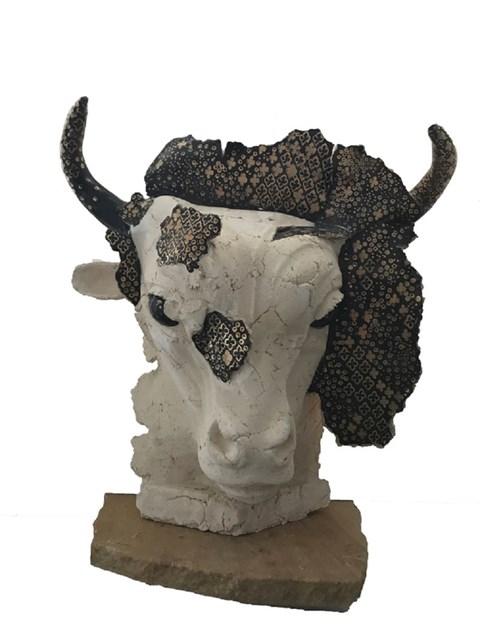 Rzeźba do salonu artysty Jacek Opała pod tytułem GŁOWA BYKA