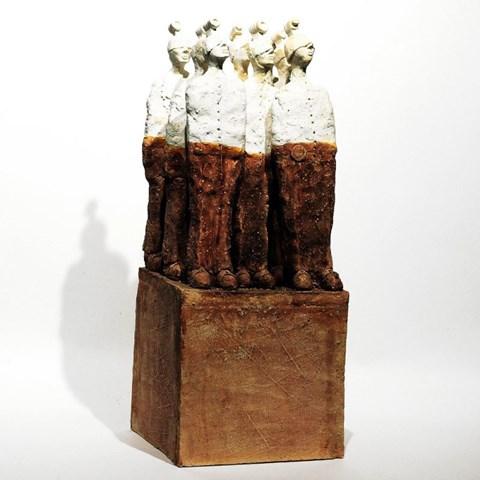 Rzeźba do salonu artysty Arek Szwed pod tytułem KTOŚ ZAWSZE REJESTRUJE