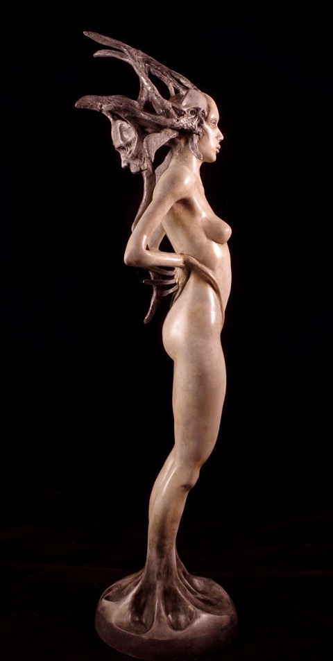 Rzeźba do salonu artysty Adrian  Cogiel pod tytułem Liar
