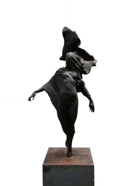 Rzeźba do salonu artysty Tomasz Górnicki pod tytułem Demeter (2/6)