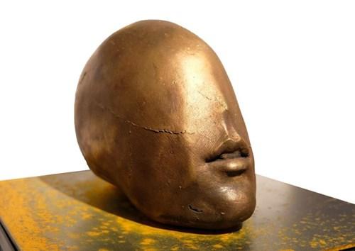 Rzeźba do salonu artysty Tomasz Górnicki pod tytułem Blind Love