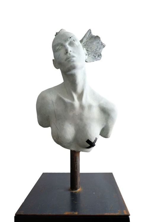Rzeźba do salonu artysty Tomasz Górnicki pod tytułem Opressed