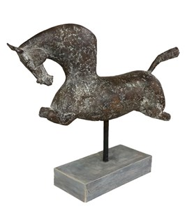 Living room sculpture by Zbigniew Jarocki titled Horse