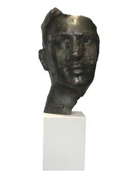 Rzeźba do salonu artysty Waldemar Mazurek pod tytułem Nowy człowiek