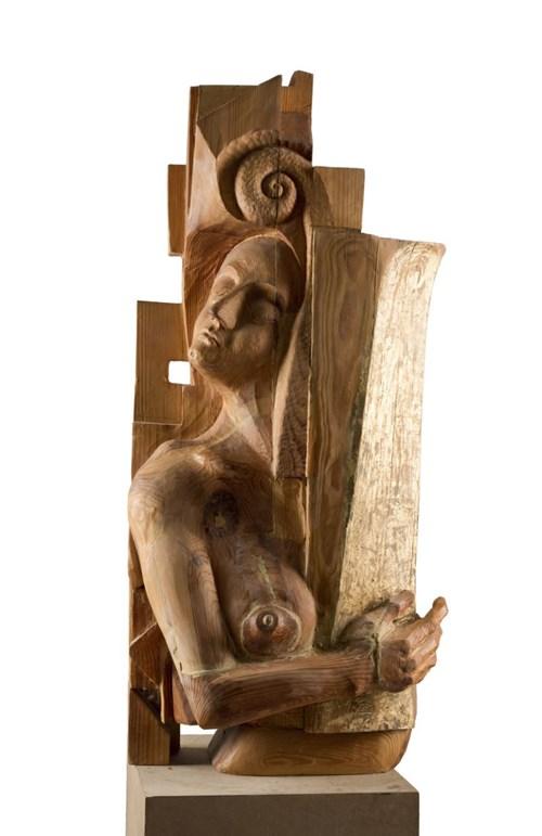 Rzeźba do salonu artysty Miłosz Płonka pod tytułem Amazonka ze złotym dzbanem