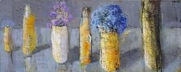 Obraz do salonu artysty Jolanta Caban pod tytułem Martwa natura z niebieskimi kwiatami i pniem brzozy