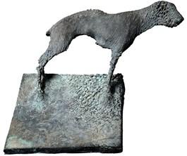Rzeźba do salonu artysty Antoni Pastwa pod tytułem Pies z cyklu Cienie