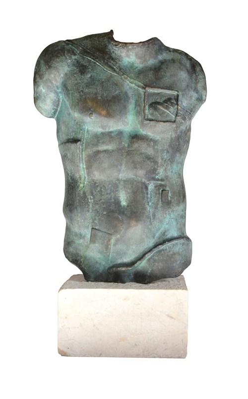 Rzeźba do salonu artysty Igor Mitoraj pod tytułem Perseusz