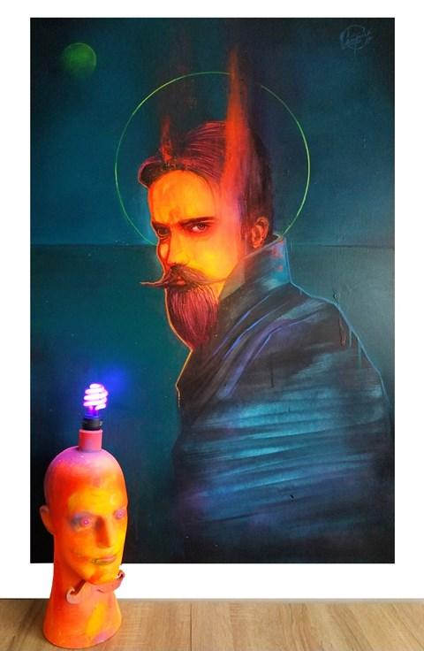 Obraz do salonu artysty Campio pod tytułem Fake Saint i Head Lamp (obraz i lampa)