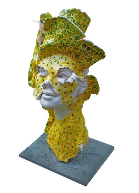 Rzeźba do salonu artysty Jacek Opała pod tytułem Rozkwitam