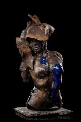 Rzeźba do salonu artysty Jacek Opała pod tytułem Czekoladowa dziewczyna