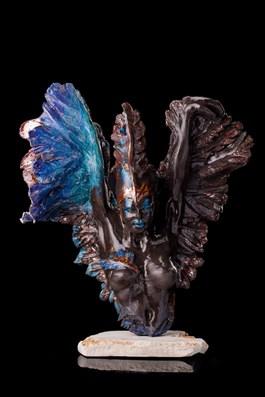 Rzeźba do salonu artysty Jacek Opała pod tytułem Narodziny czarnego anioła