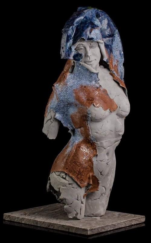 Rzeźba do salonu artysty Jacek Opała pod tytułem Akt w rdzawym błękicie