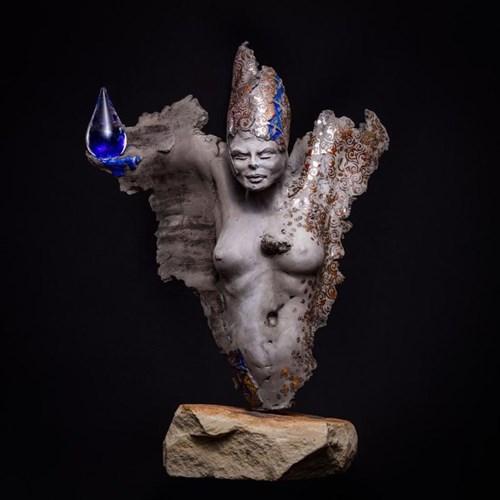 Rzeźba do salonu artysty Jacek Opała pod tytułem Kropla życia