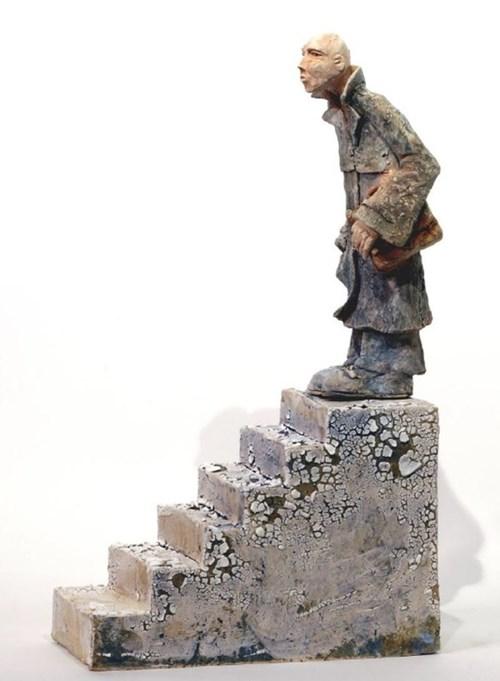 Rzeźba do salonu artysty Arek Szwed pod tytułem Kilka kroków w dół
