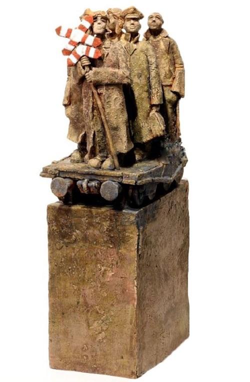 Rzeźba do salonu artysty Arek Szwed pod tytułem Koleją do miejsc świętych