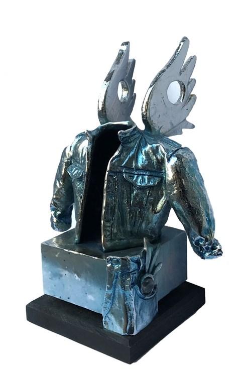 Rzeźba do salonu artysty Tomasz Kawiak pod tytułem Angel Jacket