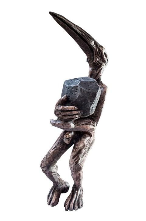 Rzeźba do salonu artysty Marcin Myśliwiec pod tytułem Ciężar