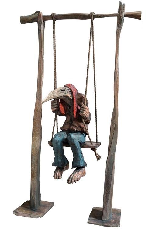 Rzeźba do salonu artysty Marcin Myśliwiec pod tytułem Huśtawkowiec