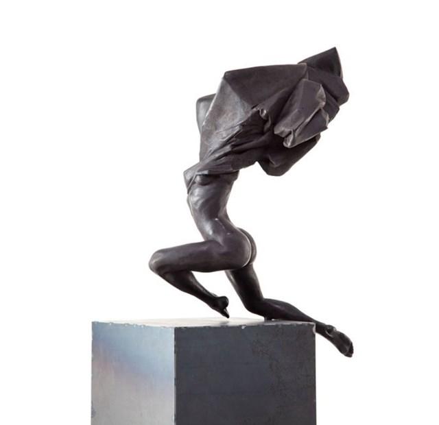 Rzeźba do salonu artysty Tomasz Górnicki pod tytułem Nike 5/6