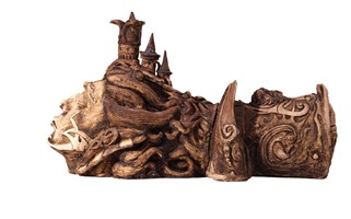 Rzeźba do salonu artysty Mariusz Szewczyk pod tytułem Poziomy kapelusznik