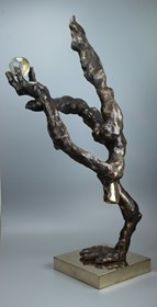 Rzeźba do salonu artysty Tomasz Koclęga pod tytułem Fragili Perfectum