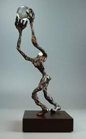 Rzeźba do salonu artysty Tomasz Koclęga pod tytułem Tenaci Perfectus