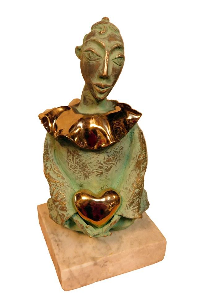 Rzeźba do salonu artysty Lili Fijałkowska pod tytułem Pierrot z serduszkiem w dłoniach 2