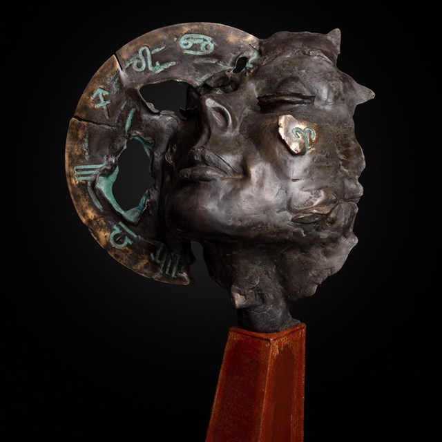 Rzeźba do salonu artysty Jacek Opała pod tytułem Zodiak -otwarcie