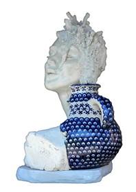 Rzeźba do salonu artysty Jacek Opała pod tytułem Dziewczyna z Bolesławca