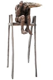 Rzeźba do salonu artysty Marcin Myśliwiec pod tytułem Nielot na wysokim krześle